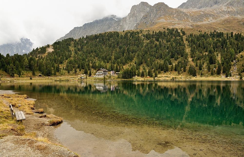Auch ohne Sonne hat der Obersee am Staller Sattel eine tolle Farbe.