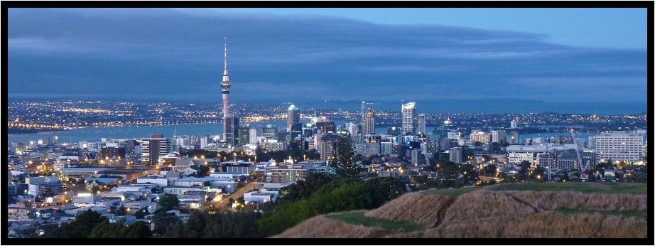 Auckland am Abend (vom Mt. Eden)