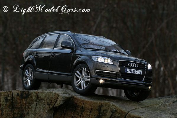 Audi Q7 in 1:18
