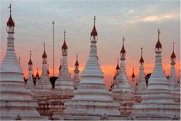 Auf dem Dach des grössten Buches der Welt in Mandalay