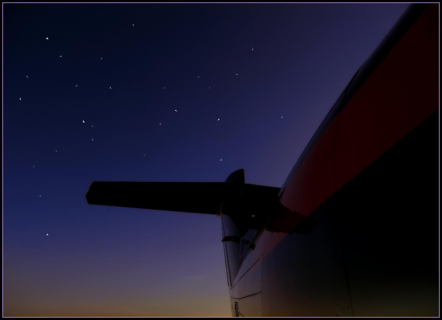 Auf dem Flugplatz sind Sterne viel früher zu sehen als in der Stadt!