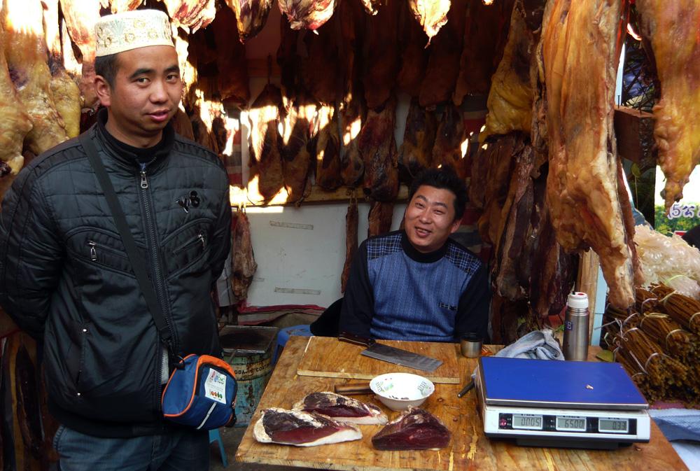 Auf dem Fruehlingsfestmarkt in Kunming 2