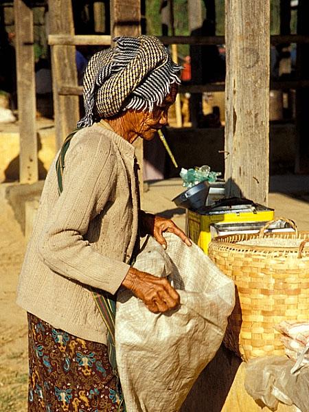 Auf dem Markt in Khaung Daing