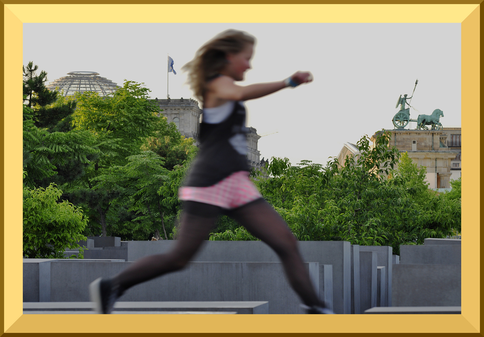 """""""Auf dem Sprung"""" . . .zwischen Reichstag und Brandenburger Tor."""