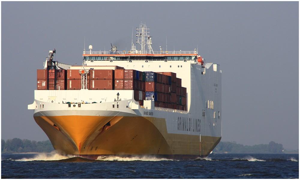 auf dem weg nach hamburg foto bild schiffe und seewege motorschiffe containerschiffe. Black Bedroom Furniture Sets. Home Design Ideas
