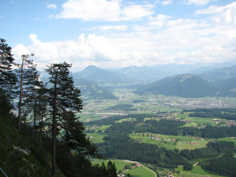 Auf dem Weg von der Hageralm ins Tal nach Embach (Tirol)