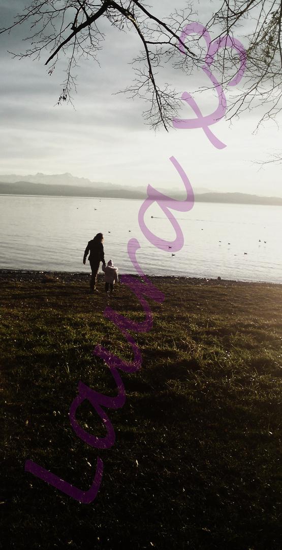 Auf dem Weg zum See in trauter Zweisamkeit