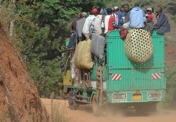 Auf dem Weg zur Arbeit in Tansania..