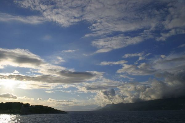 auf dem Weg zur Insel bei Sonnenuntergang