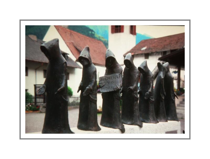 .. auf dem Weg zur Klosteralm, sind mir diese eisernen Mönche begegnet...