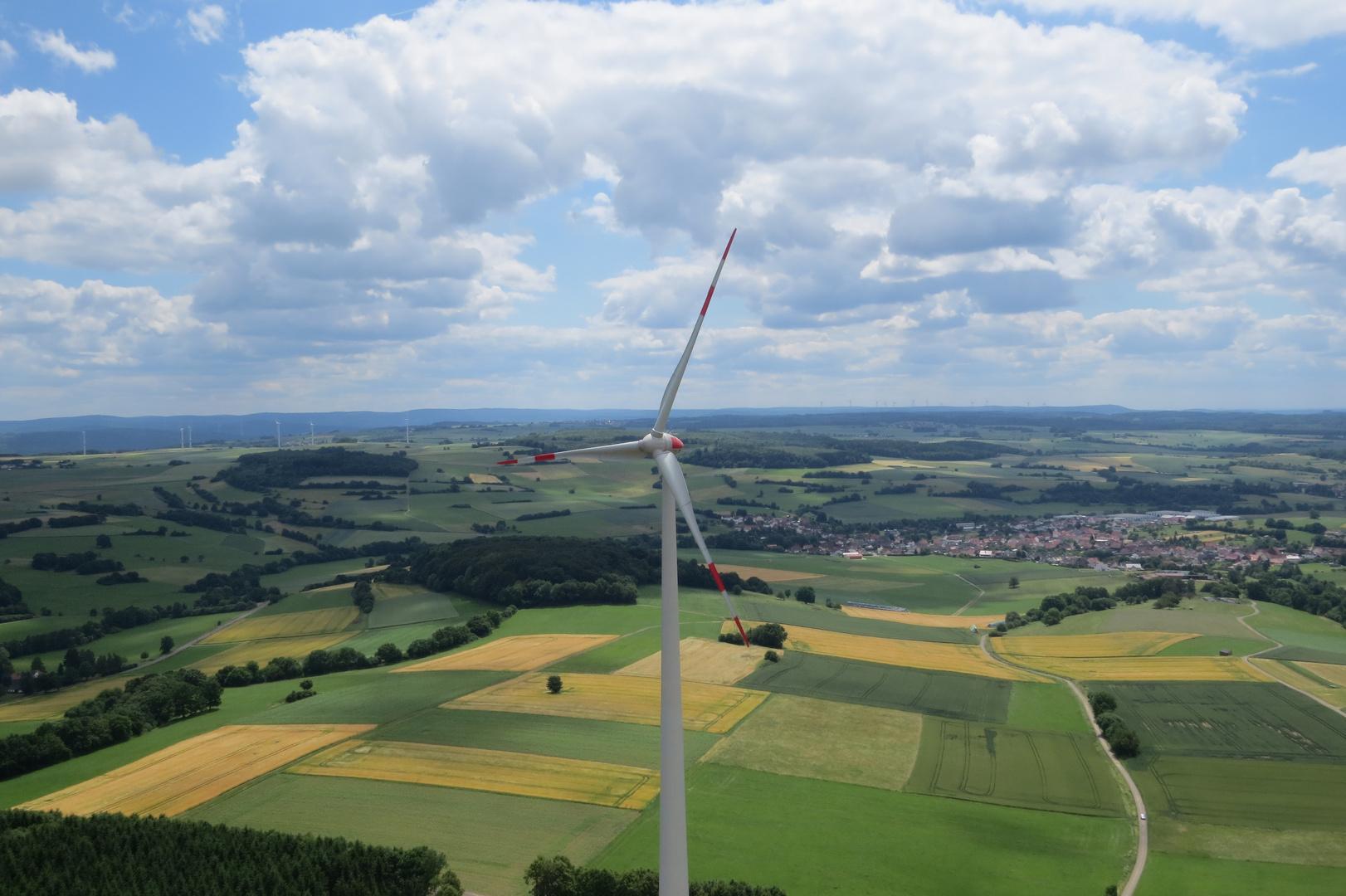 Auf den Windkraftanlagen beim Tag der offenen Tür in Kefenrod