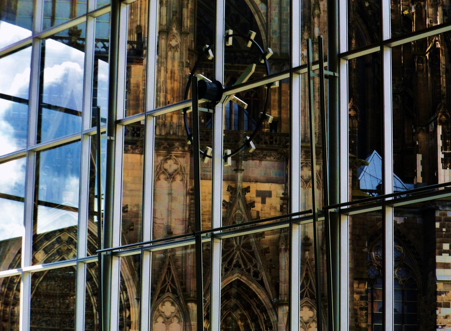 auf der anderen Seite des Fensters der Dom