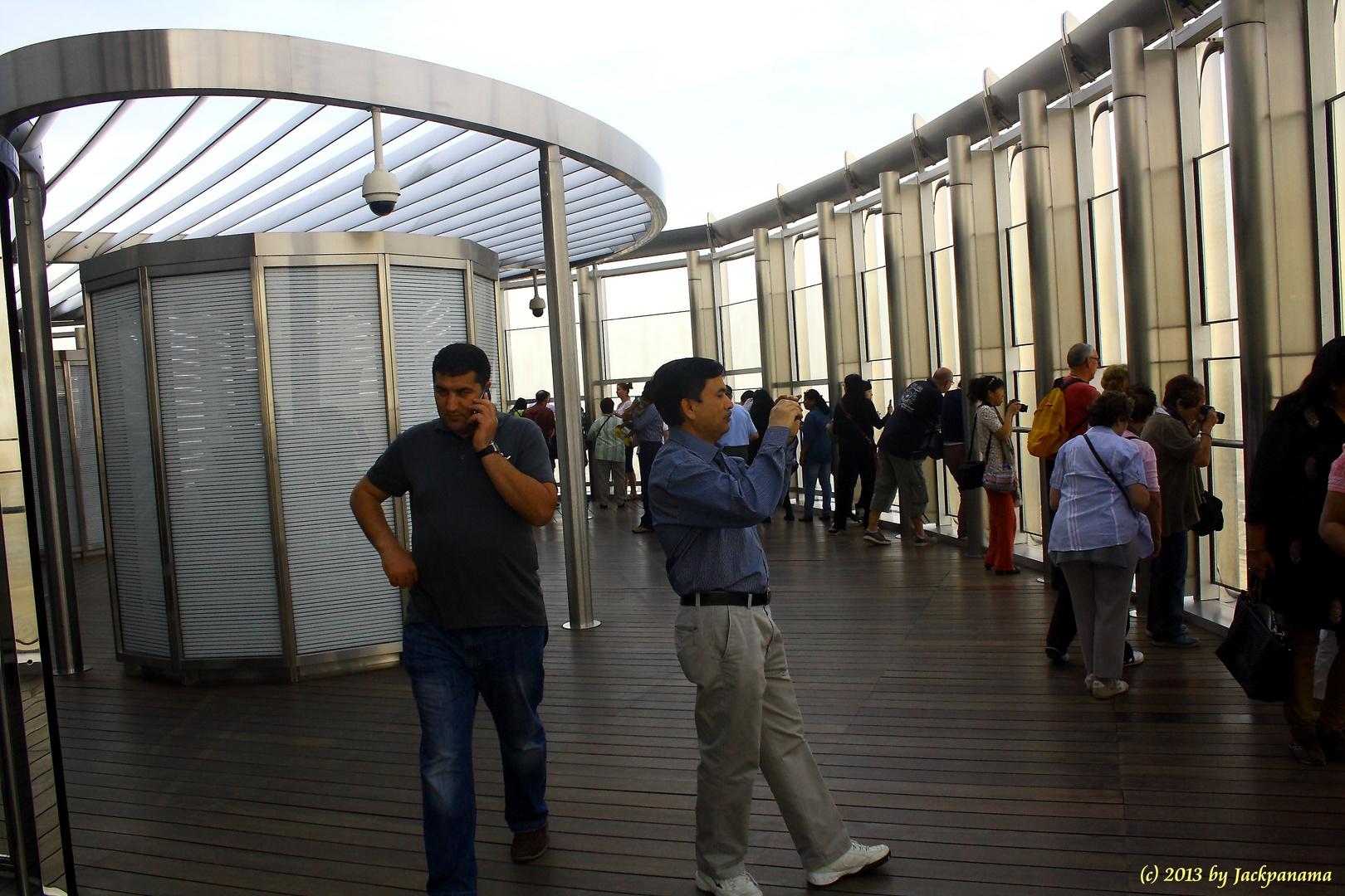Auf der Besucheplattform des Burj al Burj Khalifa