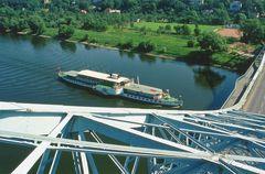 auf DER Brücke..