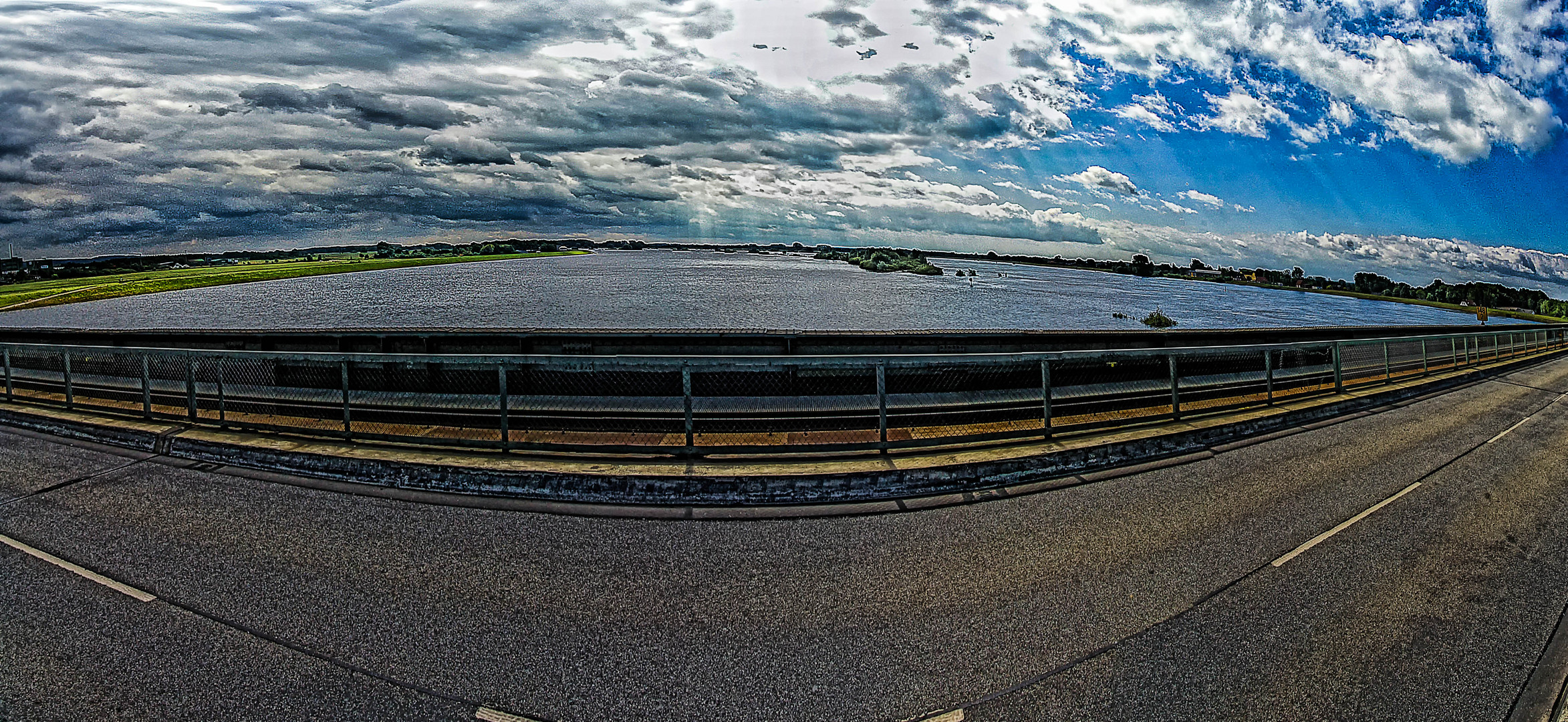 auf der Brücke (B209) Hohnstorf - Lauenburg