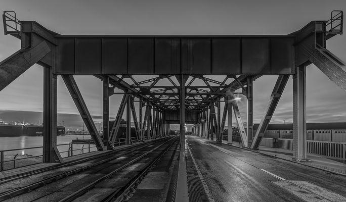 Auf der Drehbrücke