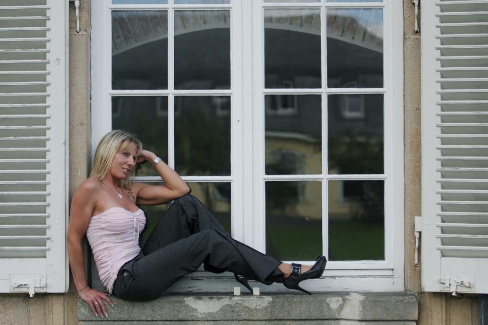 Fensterbank Englisch auf der fensterbank foto bild fashion l menschen