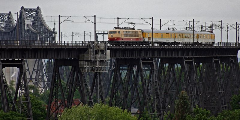 auf der großen Brücke