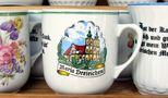 ... auf der Großmutter ihr'm Kaffeehäferl ... von Otto Krb