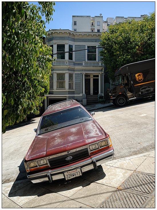 Auf der Lombard Street gehts schräg zu.