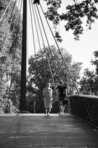 Auf der Schwingbrücke