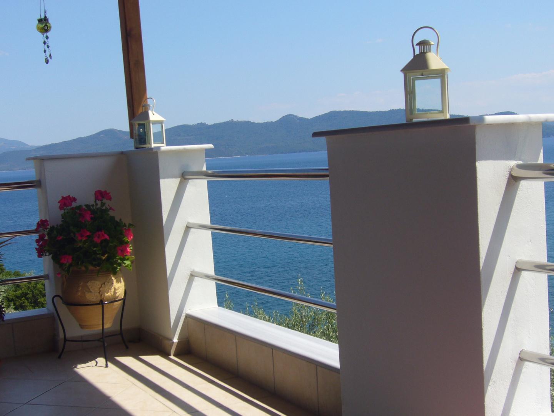 Auf der Terasse in Griechenland