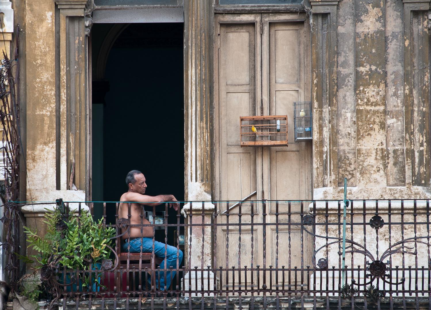 auf einem Balkon in Havanna...