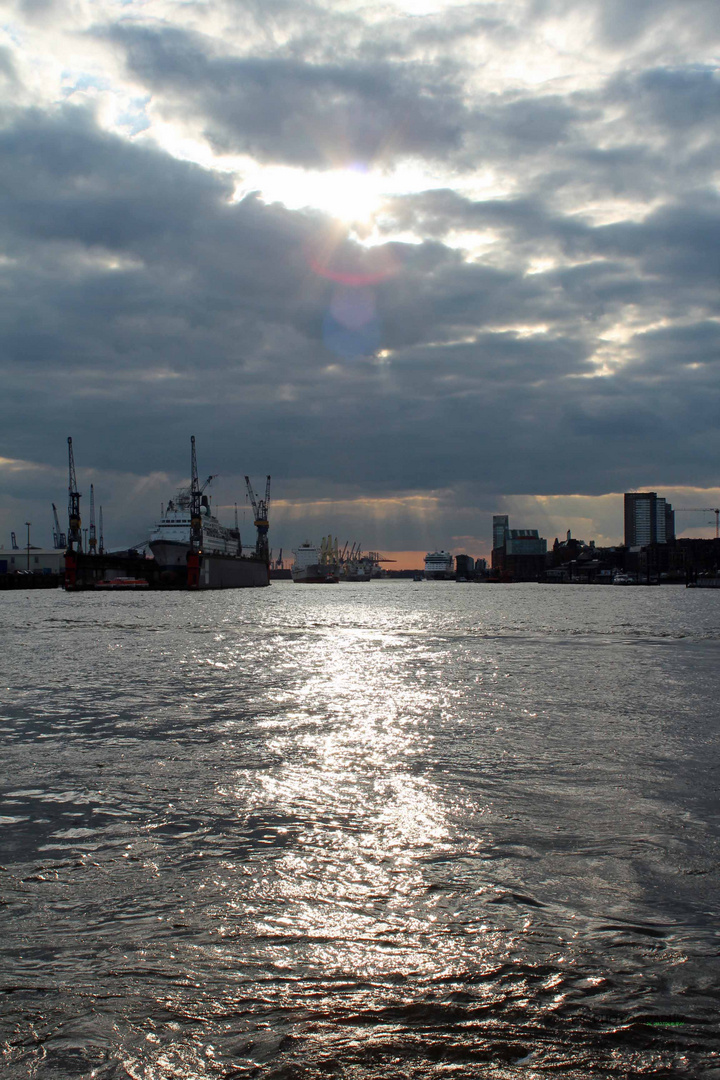 Aufbruch im Hamburger Hafen