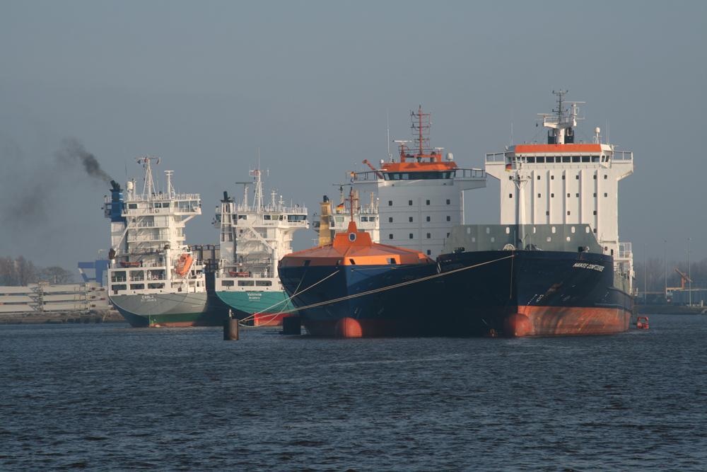 Auflieger im Emder Hafen