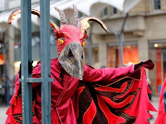 aufwändige Masken und Kostüme