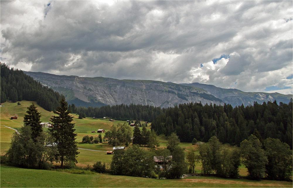 Aufziehendes Gewitter über dem Flimser Bergsturz.