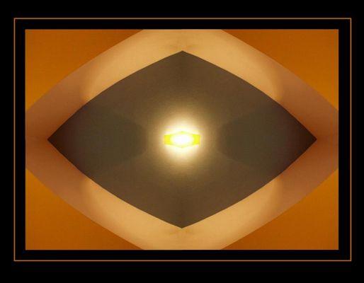 Auge in der Wand