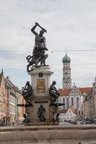 Augsburg Herkulesbrunnen vor Sankt Ulrich und Afra