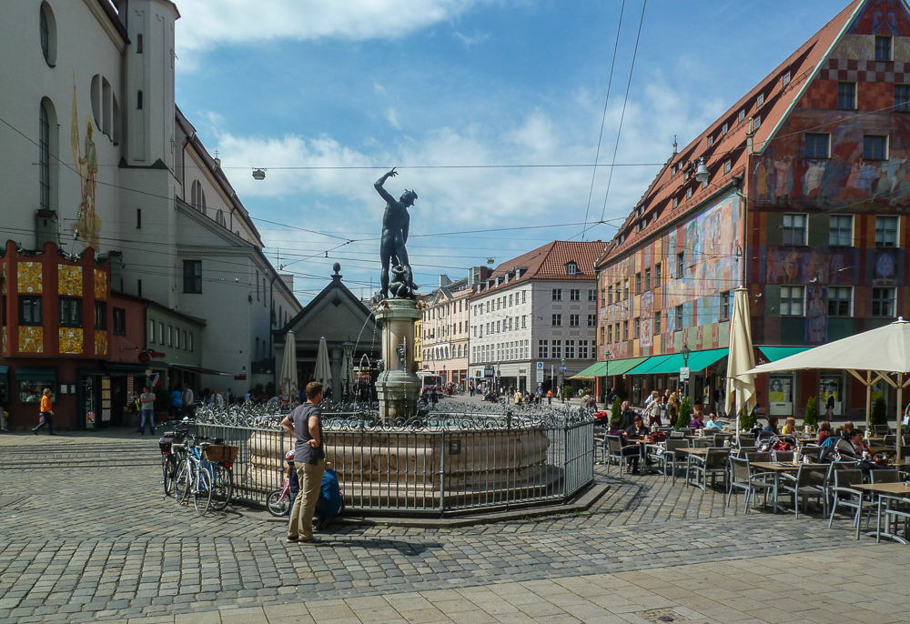 Augsburg Moritzplatz mit Merkurbrunnen