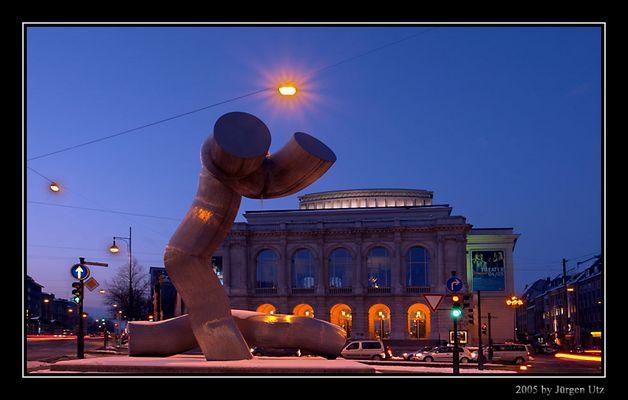 Augsburger Theater zur blauen Stunde