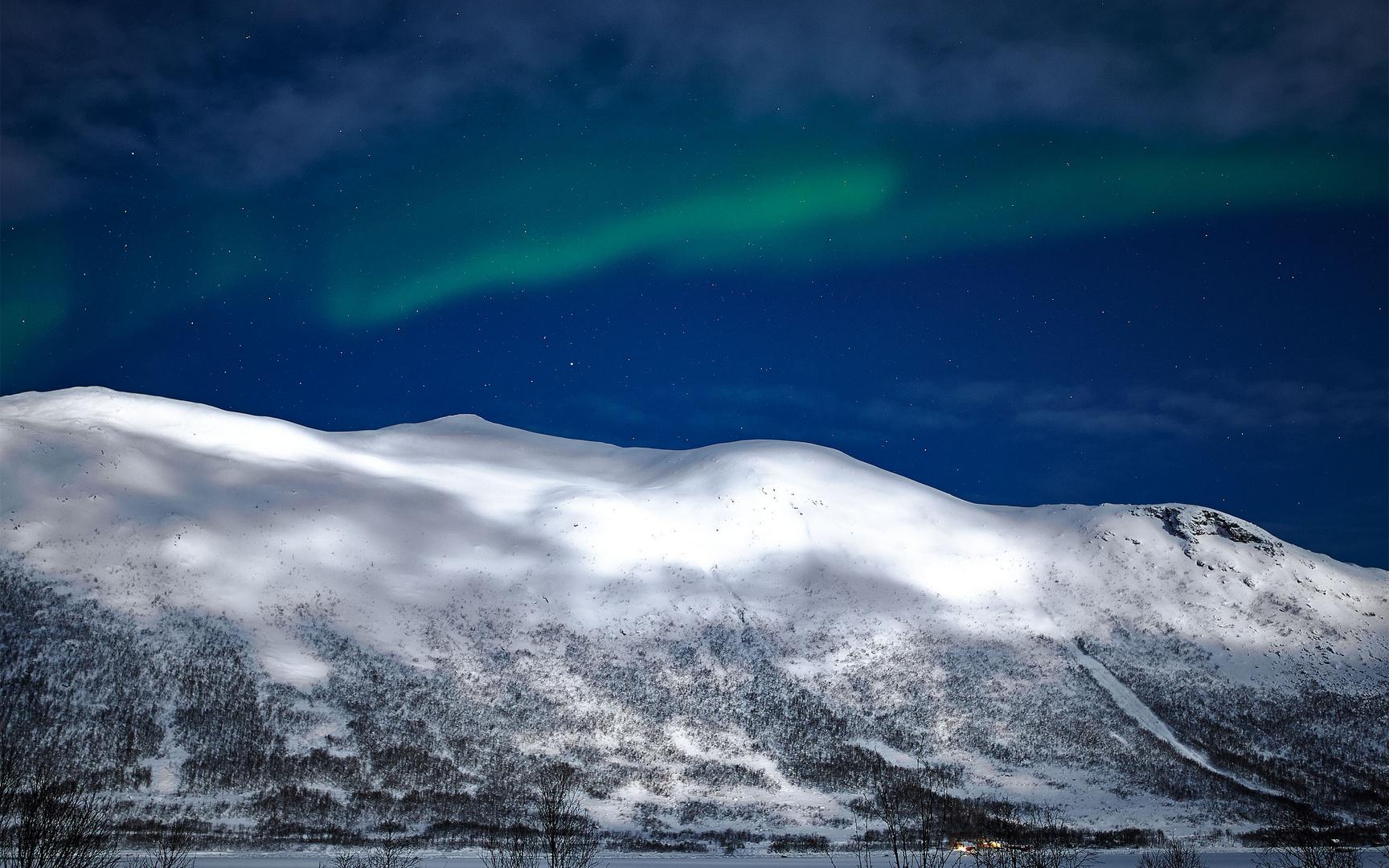 Aurora Borealis - Tromso bei Vollmond