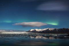 Aurora über der Gletscherlagune