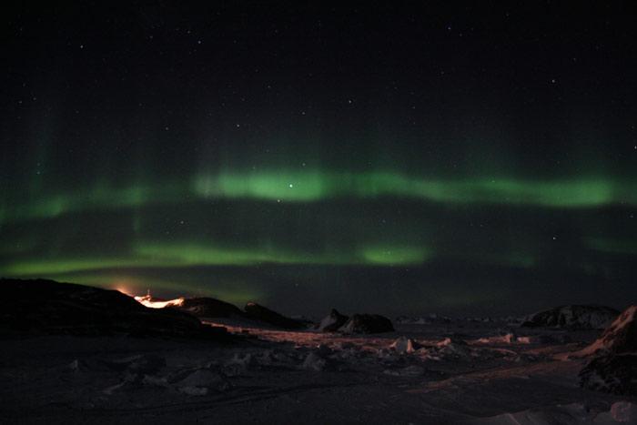 aurore boreal sur la base scientifique de Dumont d'Urville