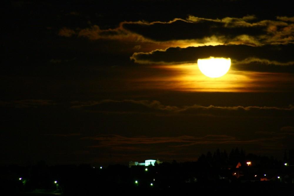 Aus dem Balkon - Mondaufgang.