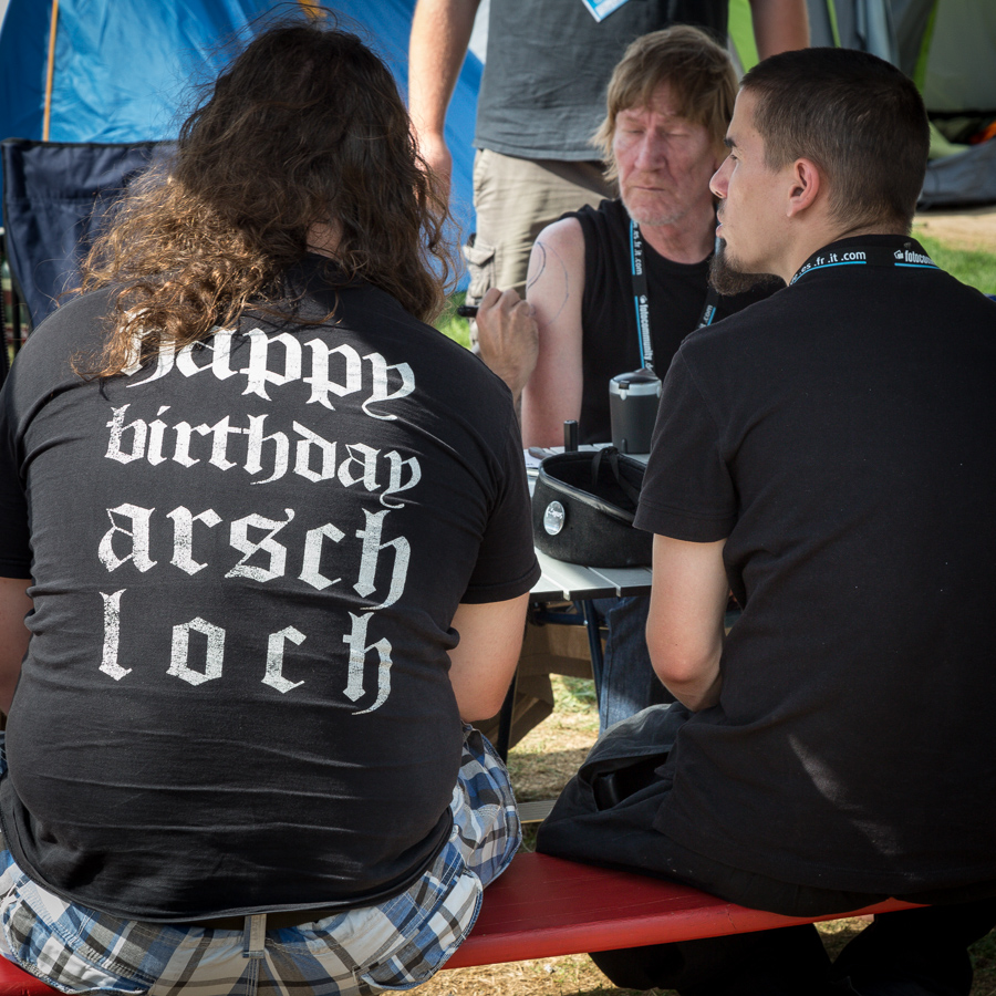 Aus der Serie: T-Shirts, die keiner wirklich lesen will