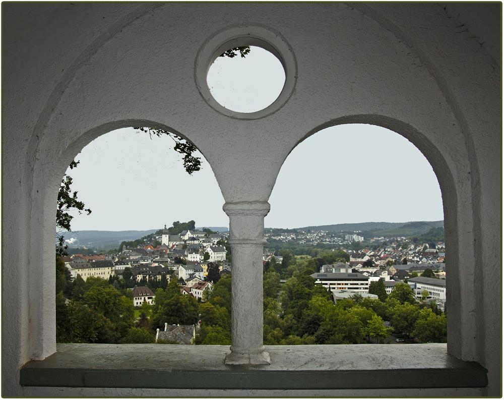 Ausblick vom Flüsterhäuschen auf Arnsberg.