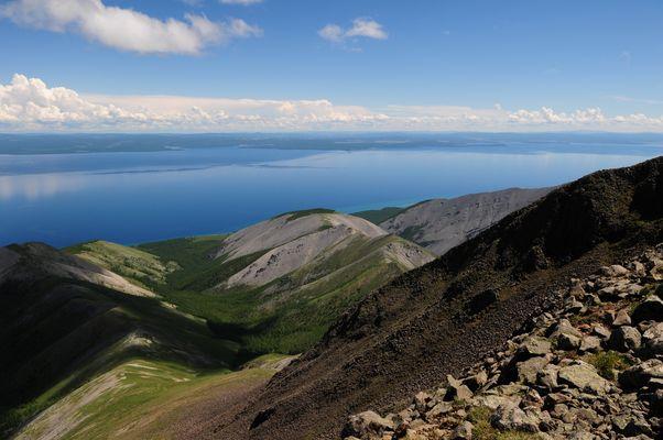 Ausblick vom Uran Dosh auf den Hövskgol-See