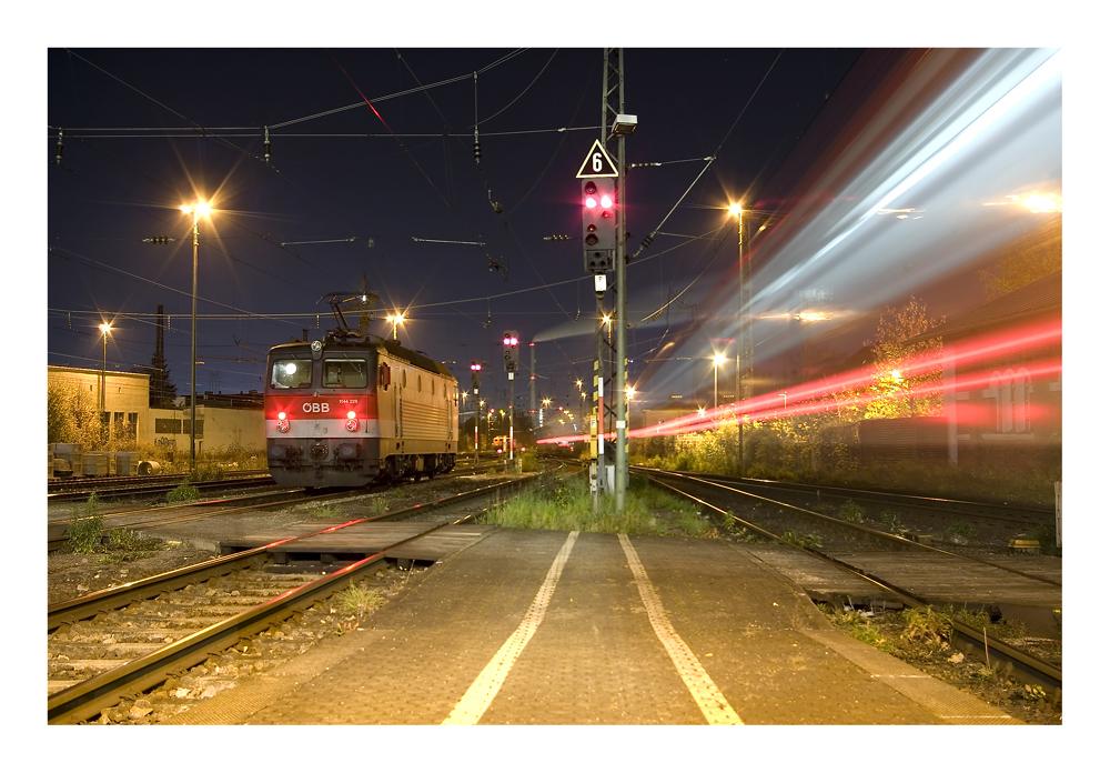 Ausfahrender Zug, Hauptbahnhof Regensburg