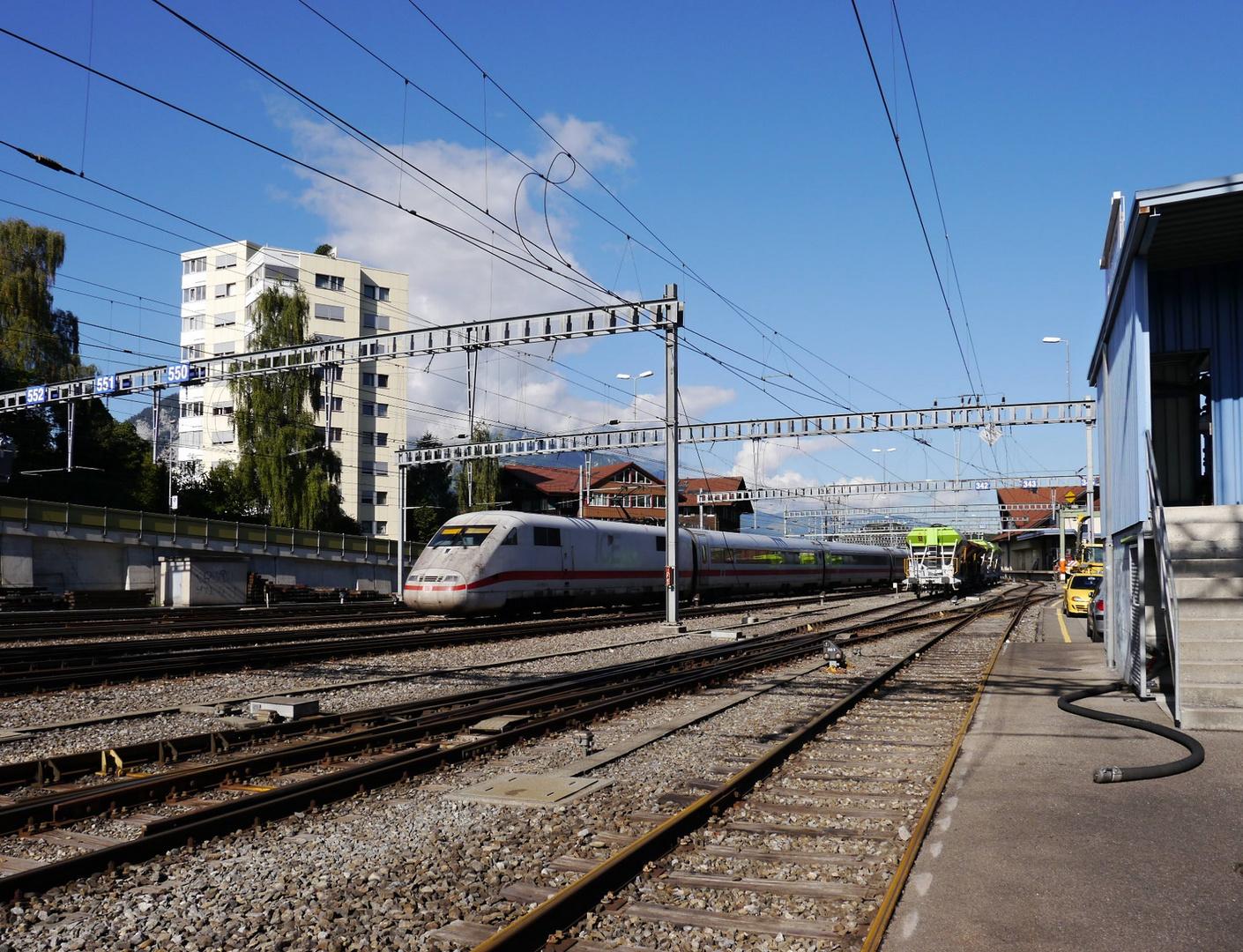Ausfahrt aus dem Bahnhof Spiez
