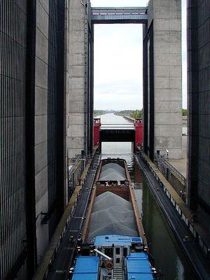 Ausfahrt aus dem Schiffshebewerk