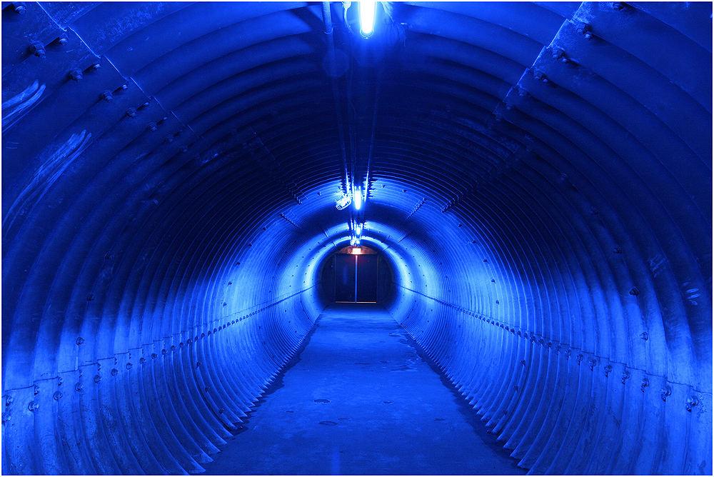 Ausgang in blau