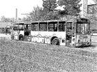 Ausgebrannter Bus in Bleistift
