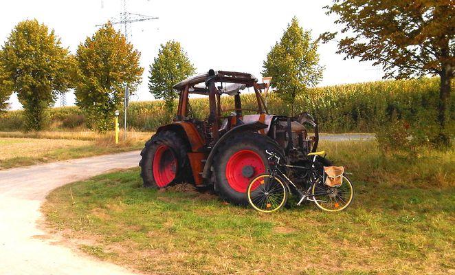 ausgebrannter Traktor (Fendt) - abgebrannter Fendt Traktor