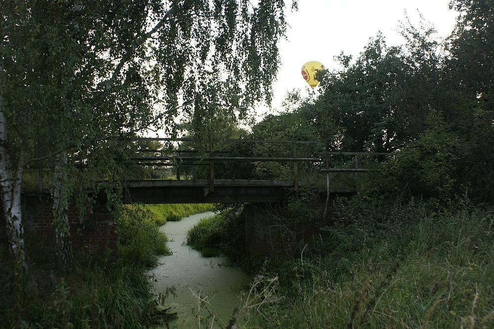 ausgediente Eisenbahnbrücke
