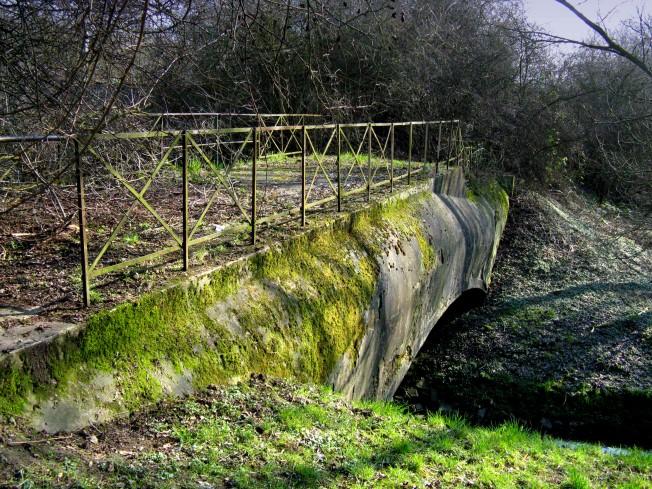 Ausgediente Verbindungsbrücke